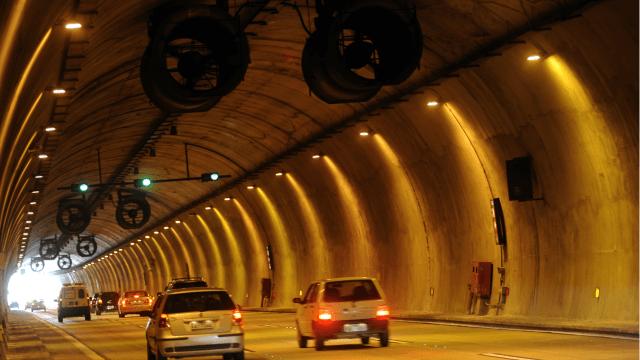 Rodovia dos Imigrantes - Túnel no trecho de Serra